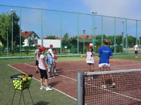 Kolonie tenisowe – sprawdzony pomysł na wakacje dla dzieci