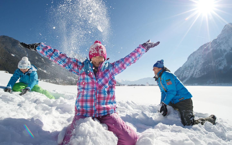 Czy wysłać dziecko na zimowisko rekreacyjne czy na obóz tematyczny?