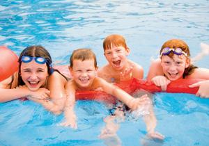 Kolonie pływackie – sposób na wakacje